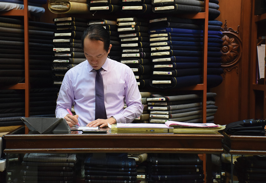 Bangkok 39 s best tailors and made to measure services bk - Chambre syndicale de la couture parisienne definition ...